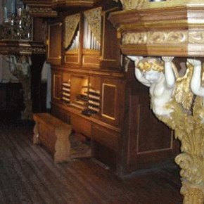 The 1736 Erasmus Bielfeldt organ, St. Wilhadi, Stade, Germany, on which Anh. 49 (among other works) was recorded.