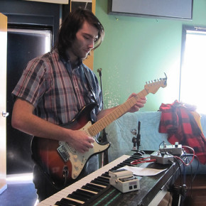 Brody performing live with Julian Lynch at WFMU, recorded Jan 13th 2011