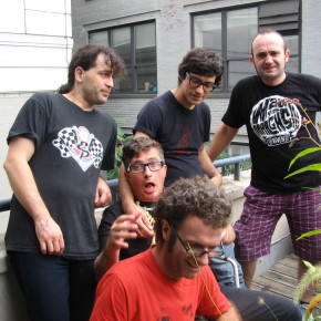 Wau y los Arrrghs!!! on the wfmu porch