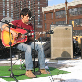 David Pajo performs atop a West Harlem roof in 2005